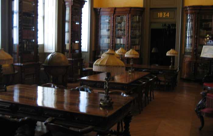 Interior del Palacio de la Bolsa qué ver en Oporto