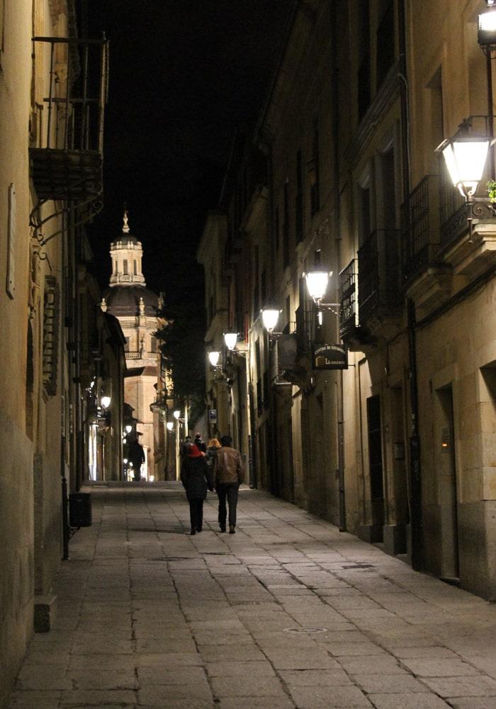 Calle Libreros con la Clerecía al fondo que ver en Salamanca