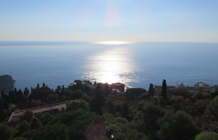 Preciosa imagen tomada desde el Teatro Griego de Taormina una semana en Sicilia