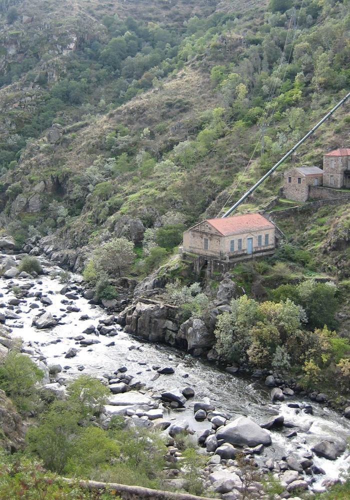 Río Águeda y antigua central hidroeléctrica Puente de los Franceses