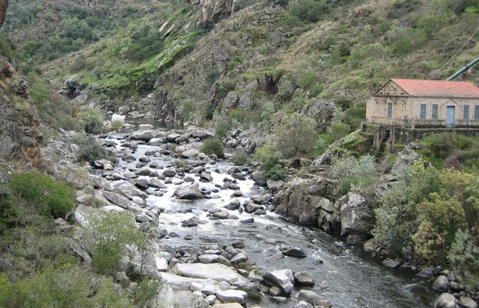 Río Águeda y antigua central Puente de los Franceses