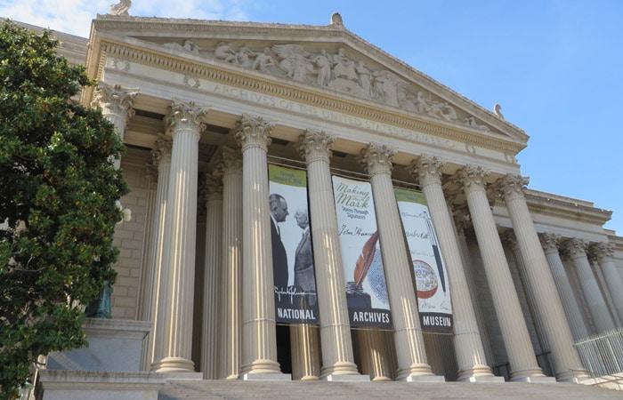 Fachada de los Archivos Nacionales y Administración de Documentos de los Estados Unidos Washington
