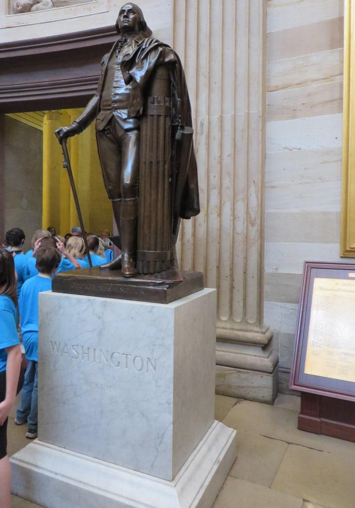 Estatua de George Washington en el Capitolio