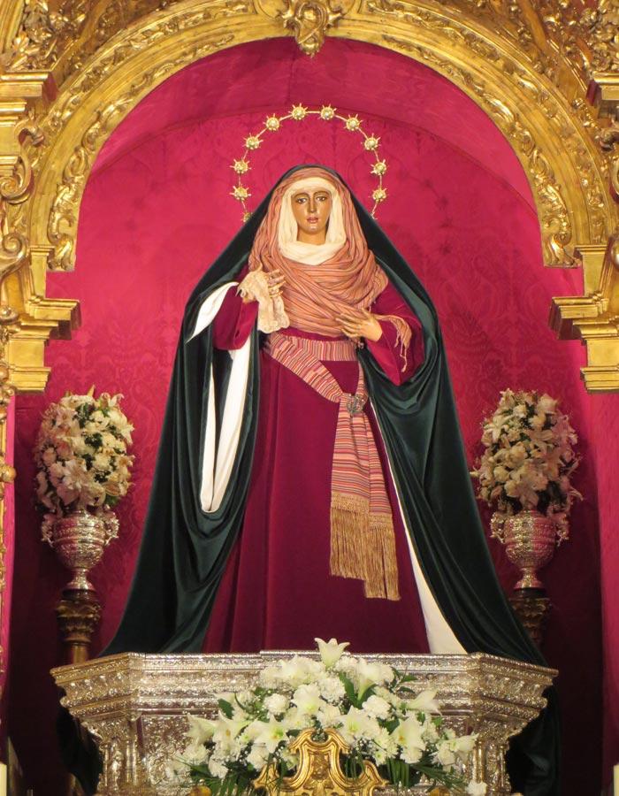 Nuestra Señora de la Esperanza de Triana en la Capilla de los Marineros vírgenes de Sevilla