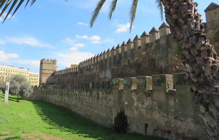 Restos de la muralla de Sevilla junto a la basílica de la Macarena