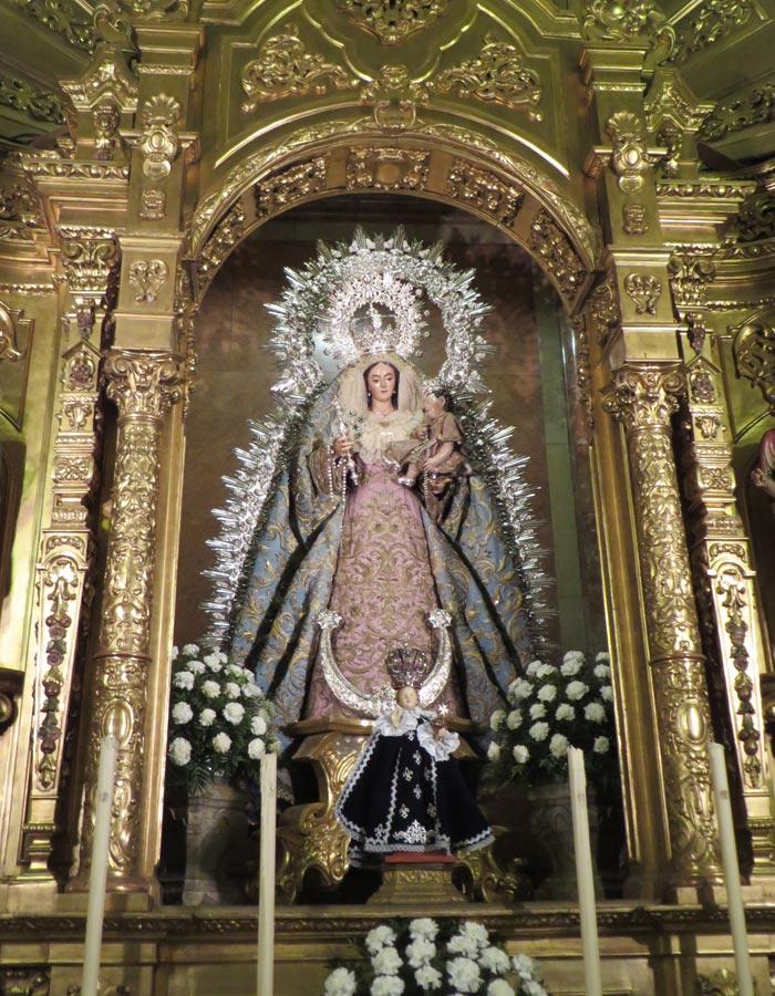 Nuestra Señora del Rosario en la basílica de la Macarena vírgenes de Sevilla