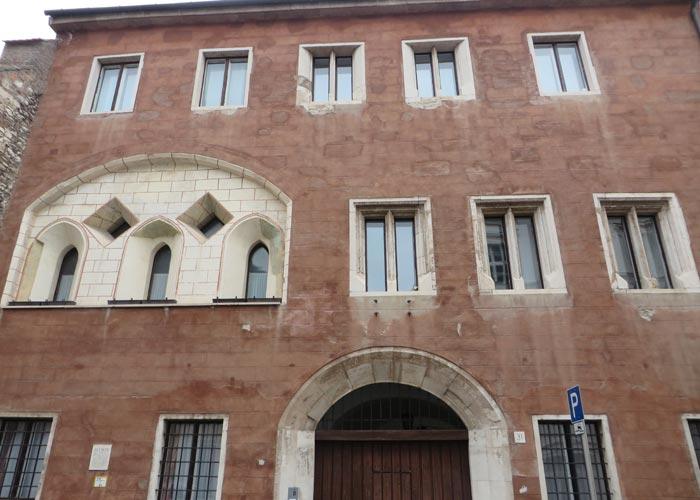 Edificio calle Úri utca
