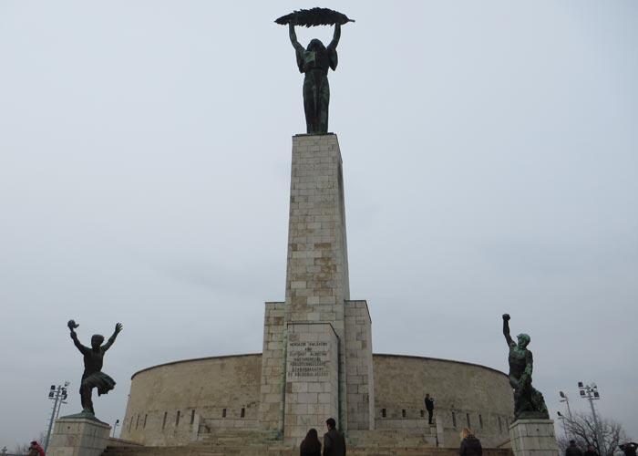 Monumento de la Liberación en la Ciudadela del Monte Gellért