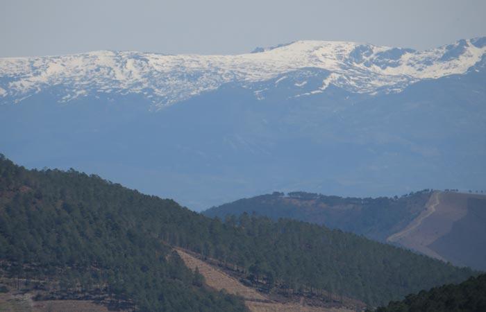 Nieve en la Sierra de Béjar vista desde el Mirador del Ceño senderismo en Las Hurdes