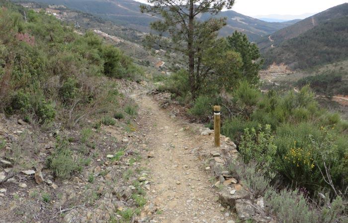 Senda de descenso a Huetre senderismo en Las Hurdes