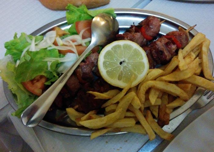 Espetada mixta de Floresta de Santana comer en Lisboa