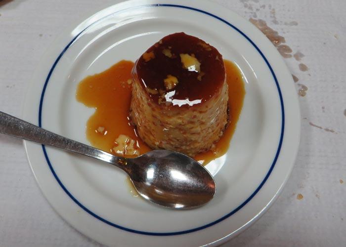 Flan casero del Restaurante Uma comer en Lisboa