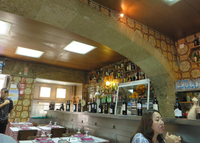 Interior del Restaurante Uma comer en Lisboa