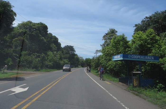 Carretera típica de Costa Rica