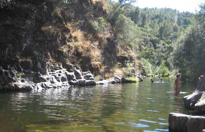 Piscina natural de Las Mestas y su entorno