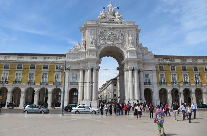 Arco Triunfal de la Rua Augusta en la Plaza del Comercio de Lisboa plazas más bonitas de Europa