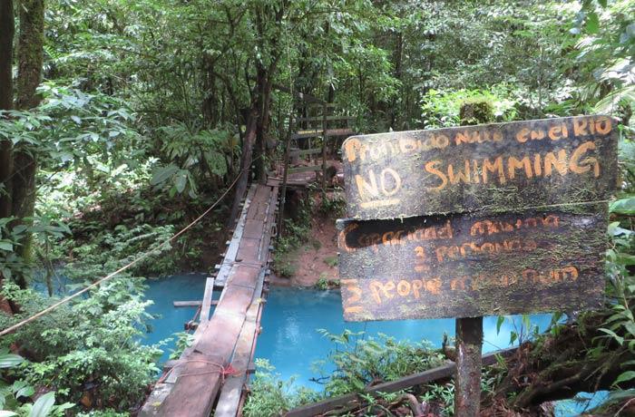 Segundo puente sobre el Río Celeste antes de los teñideros