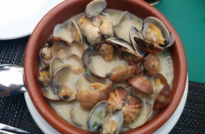 Mejillones en salsa verde de la Fonda Pepe comer en Formentera
