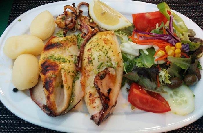 Calamar a la plancha de la Fonda Pepe comer en Formentera