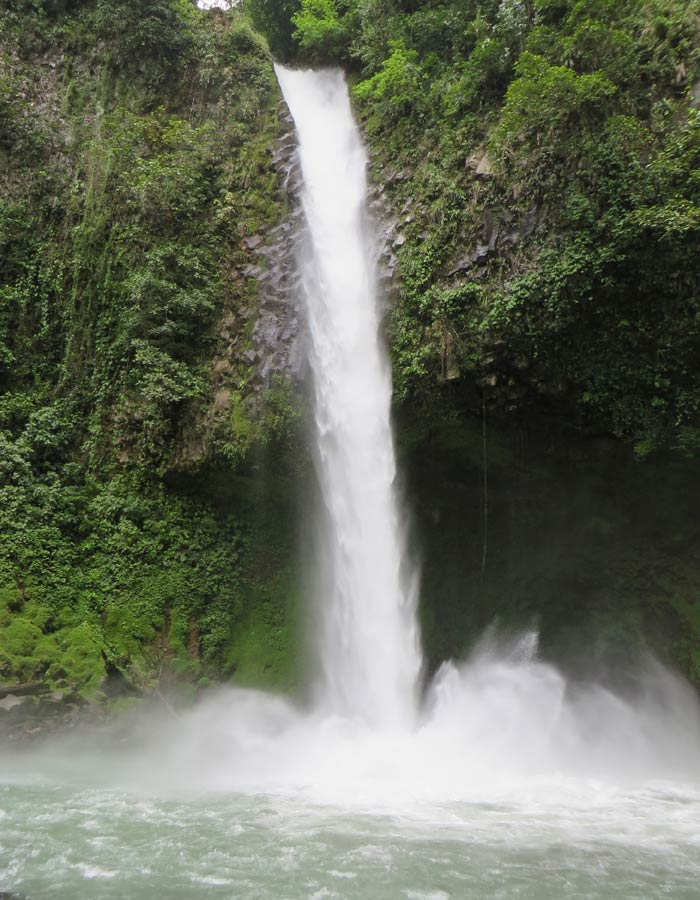 Cascada de la catarata La Fortuna