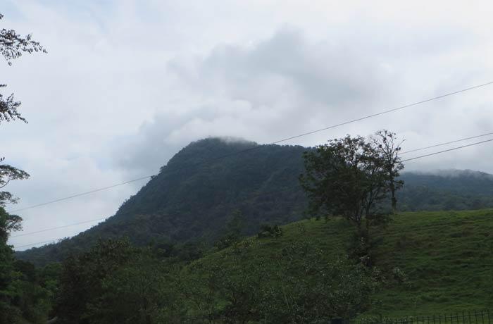 Cerro Chato desde la catarata La Fortuna