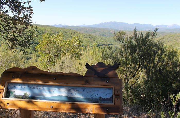 Panel informativo en el mirador de la Sierra de Francia senderismo en Salamanca Miradores de las Sierras