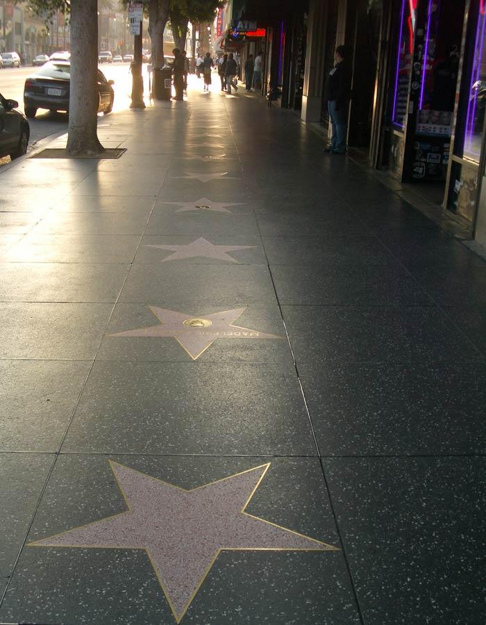 Vista de una acera del Paseo de la Fama de Hollywood