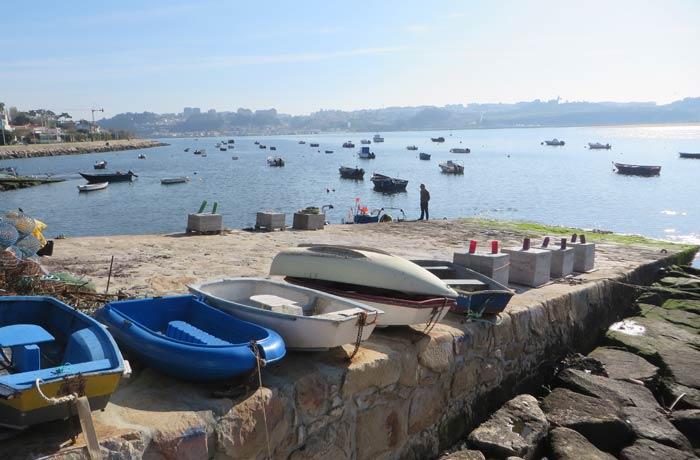 Barcas de pescadores en Foz do Douro desembocadura del Duero