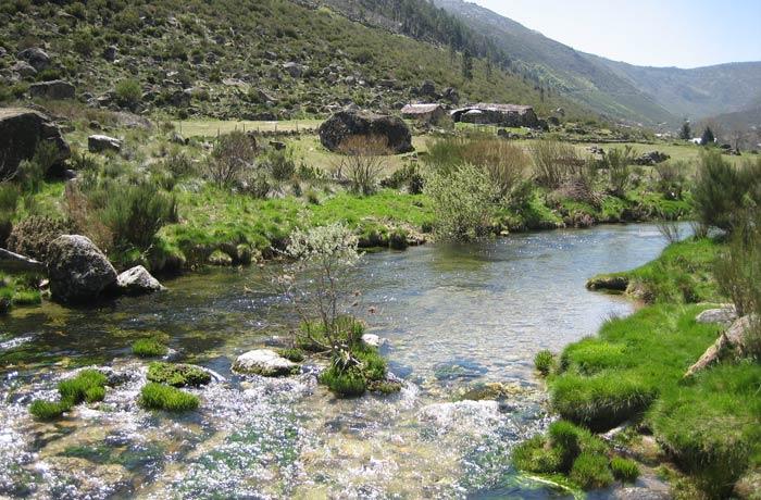 Caudal del río Zezere visto desde el puente Sierra de la Estrella