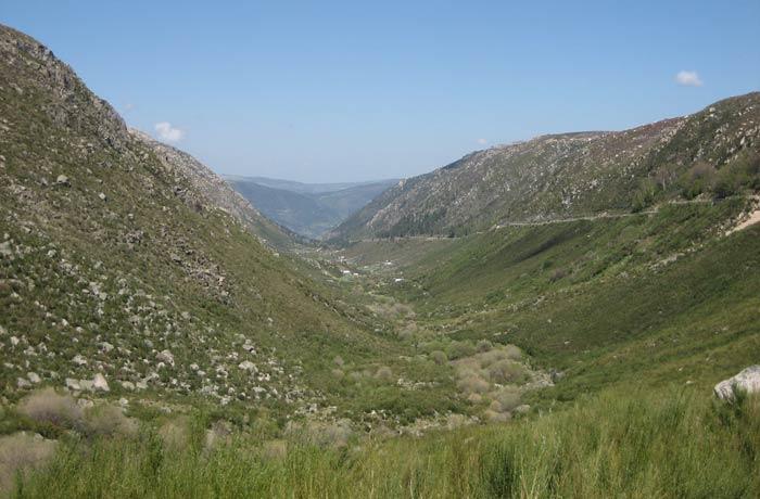 Valle glaciar del río Zezere Sierra de la Estrella