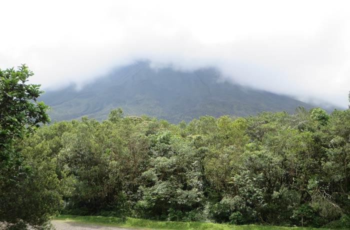 Vista del Volcán Arenal desde el mirador principal