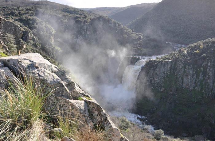 Vista del Pozo de los Humos desde el mirador de Pereña de la Ribera