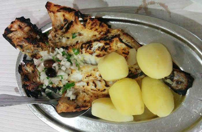 Dorada grelhada del restaurante Casa Figueiras comer en Furadouro