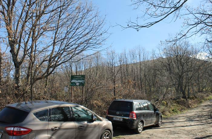 Inicio de la pista forestal tras dejar la carretera de Navacarros