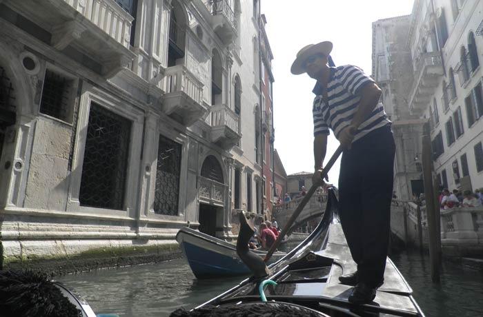 Paseo en góndola en Venecia mejores paseos en barco de Europa