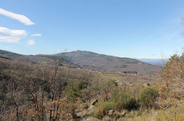 Entorno de Candelario desde la ruta