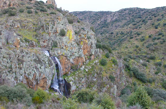Vista de la Faia da Água Alta y su entorno cascadas en Portugal