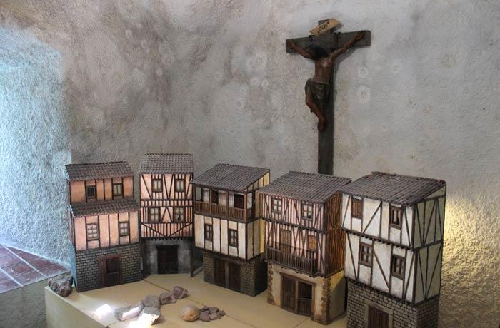 Maquetas de las casas típicas de La Alberca en el Santuario Peña de Francia