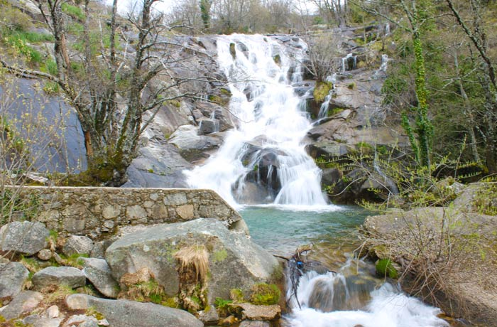 Efecto fotográfico en la Cascada del Calderón senderismo en el Jerte