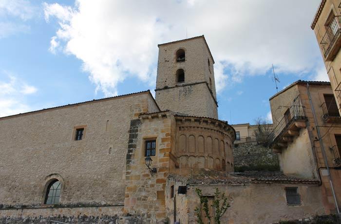 iglesia de Santiago en Sepúlveda al comienzo de la ruta Senda de los dos Ríos