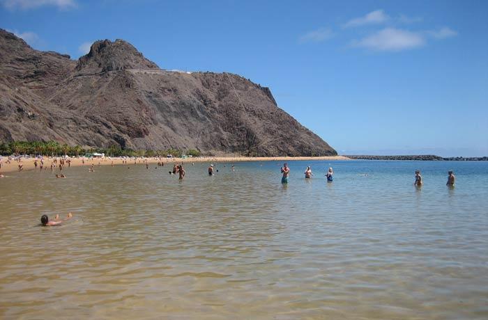 Agua cristalina de la playa de Las Teresitas
