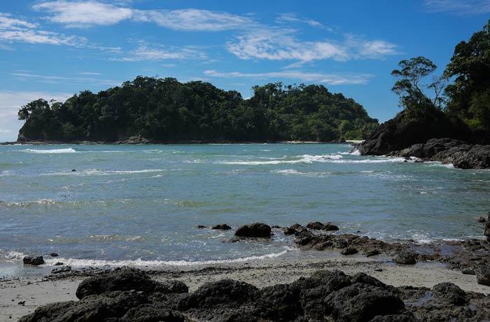 Playa Puerto Escondido con la marea alta Playas de Manuel Antonio
