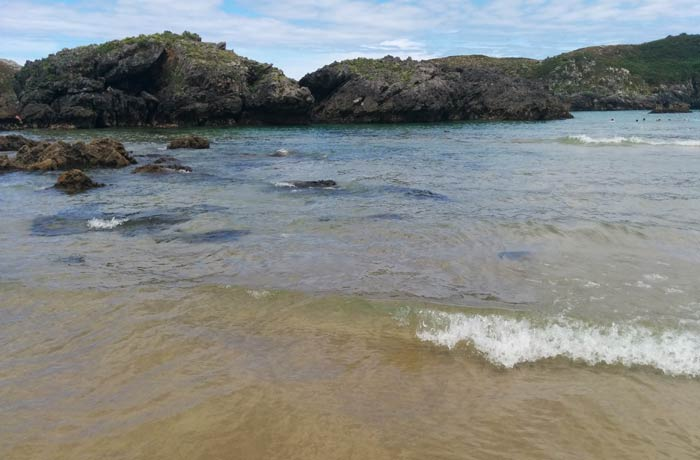 Aguas cristalinas de la playa de Borizu