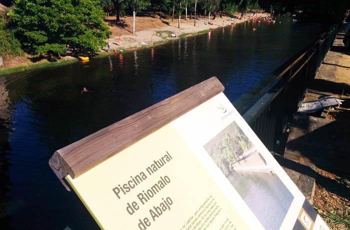 Cartel informativo de la piscina natural del Riomalo de Abajo