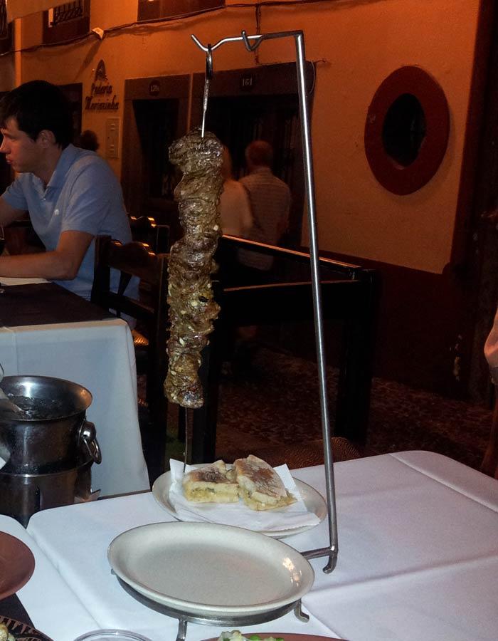 Típica espetada de carne Una semana en Madeira