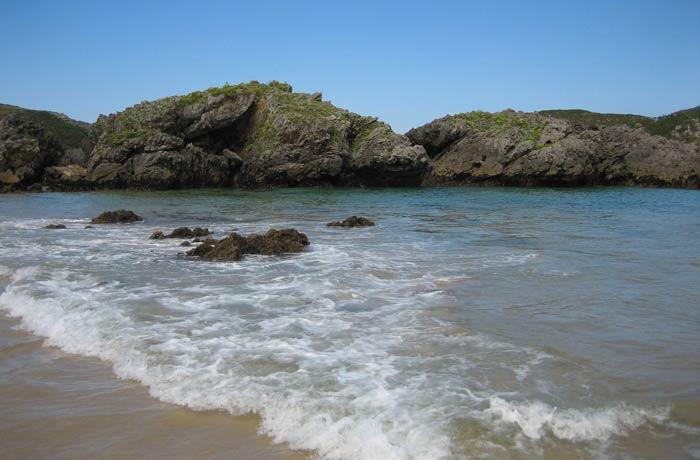 Leve oleaje en la playa de Borizu