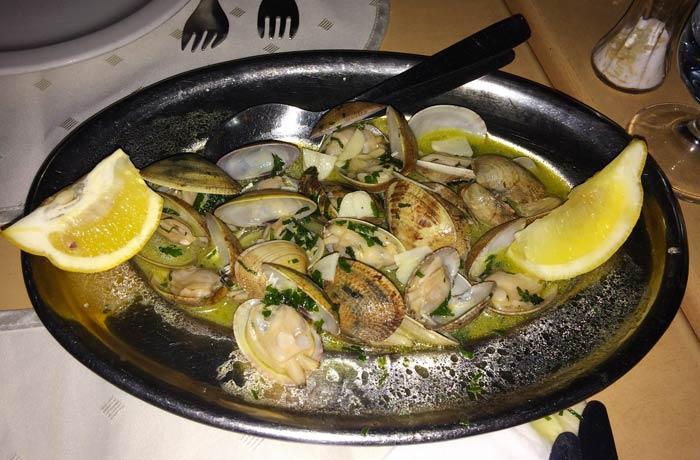 Almejas del restaurante O Antonio comer en el Algarve