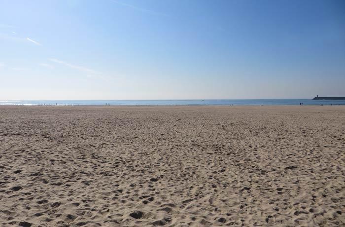 La fina arena de la playa de Matosinhos Oporto