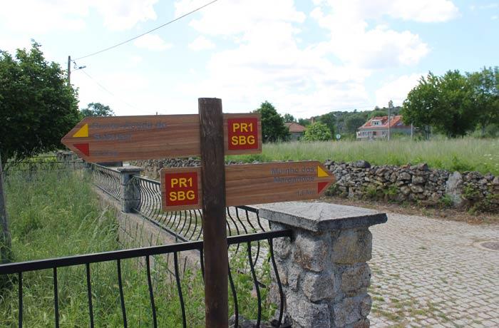 Señalización de la ruta en el momento en el que dejamos a nuestra izquierda la freguesia de Quintas de Sao Bartolomeu