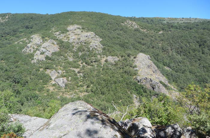 Panorámica del valle del río Truchas junto a la Cascada de Sotillo